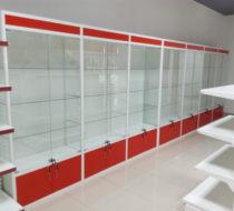 Модуль из стеклянных витрин с алюминиевым профилем