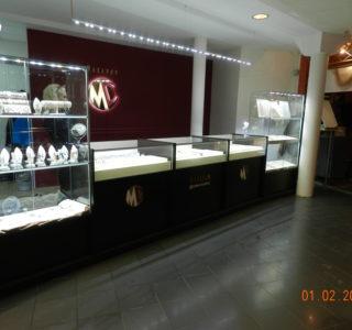 Стеклянные витрины под ювелирные изделия