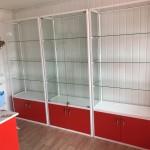 Стеклянная витрина под аксессуары