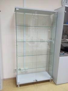 Стеклянная витрина для офиса