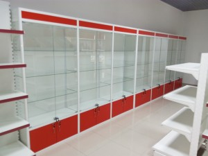 Стеклянная витрина для магазина