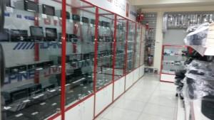 Стеклянные витрины для магазина автозапчастей