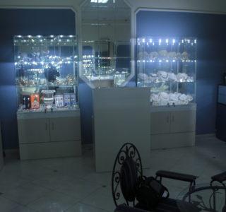 Стеклянная витрина для ювелирных изделий
